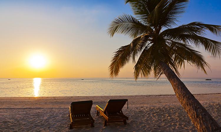 砂浜にビーチチェア